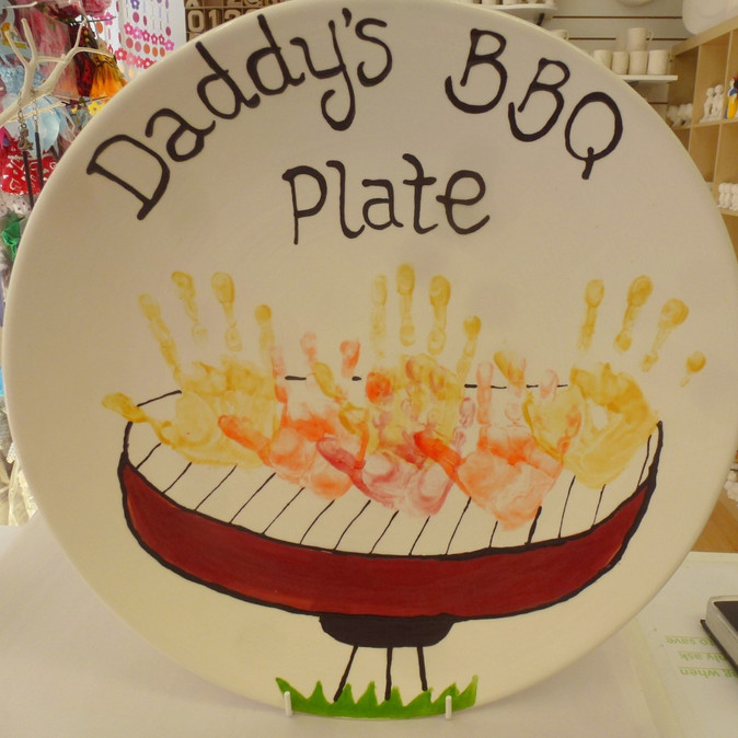 daddy's bbq plate with handprints