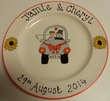 wedding plate car with bride and groom