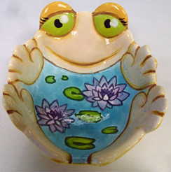 Frog dish with lily pad painted in the middle