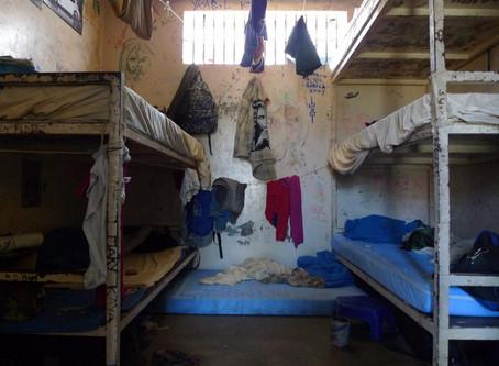 En France, trop de prisons et pas assez de ponts.