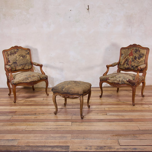A Pair Of Late 18th Century French Louis XV Fauteuils - Aubusson Tapestry