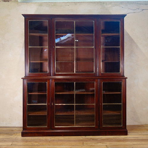 A Regency Mahogany Glazed Library Bookcase - Parcel-Gilt