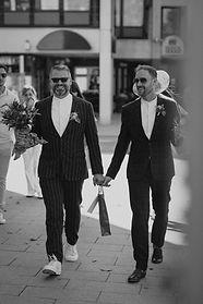 Gay wedding. Schwule Hochzeit in Hamburg  Hochzeitsreportage von momentum by Fotografie Philipp Dietrich. Hochzeitsfotograf aus Hamburg.