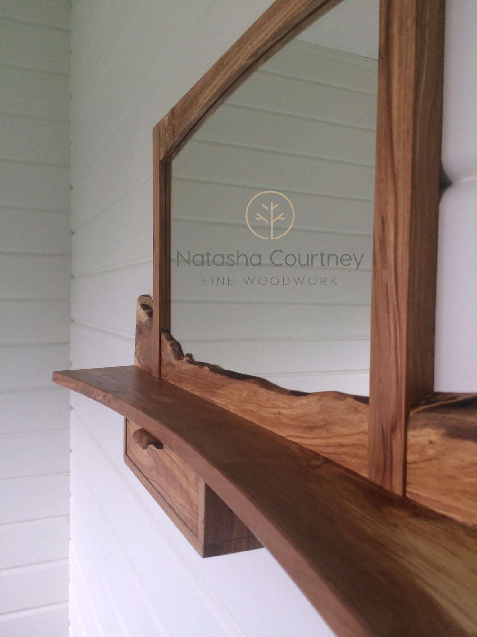 Hawthorn Mirror