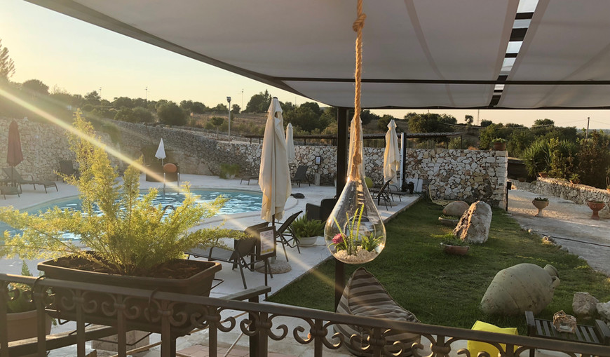 Gazebo bordo piscina