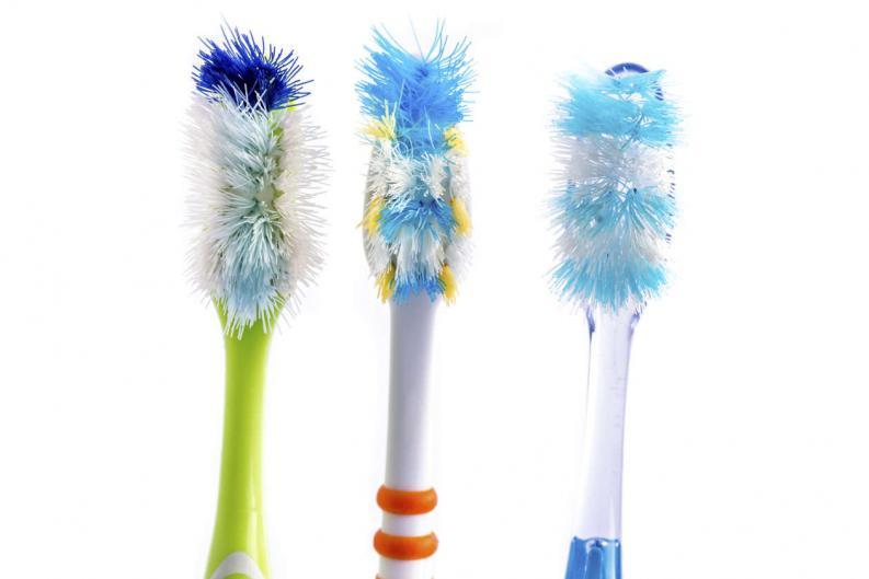 Cepillo de diente usado para limpieza