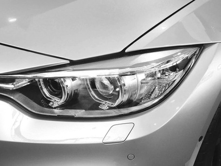 Nettoyer les phares de sa voiture