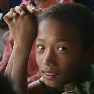 Myanmar Arts Camp_3th(2015) by Saram Arts School 꿈 꾼다. 음악으로 미얀마 공동체의 미래를 바꿀 수 있을까? 음악교육을 통해 생의 아름다움과 생명의 약동을 알게 하는 것이  그들의 희망이라고 생각합니다. 영혼이 보다 높은 인간이 되어 삶을 스스로 만들어 갈 수 있는  사람이 되도록 하는 것에 그들의 미래가 있다고 생각합니다. 아이들에게 그들 생애의 가장 아름다운 때를 만들어 주면 어떨까?  그 기억이 평생 그들 삶의 등불이 되면 어떨까? 돈으로 육체와 정신의 노예룰 만들지 않고  마음씨앗으로 삶을 개척하는 자유인의 정신을 알게 해 주면 어떨까? 도와주신 구진성 대표님! 박창기 대표님! 성민제 원장님! 최병훈 교수님. 바리톤 정경님! 이명균 교수님! 오미령 선생님! 배형미 Betty Bae 선생님! 작년에 스텝으로 고생해 주셨던 류태선 Taesun Ryu, 박주희 박주희, 강선주 Min Min 선생님! 올해 같이 동행해 주셨던 가수 차빛나, 가수 이슬기, 김현지 사진작가님! 갔다와서 친구분들 모시고 마음씨앗을 나누기 위한 음악회를 했습니다. 공연 기획 준비를 해주신 김현지 샘, 신비성대금 연주자님, 민요가수 이하나님! 시낭송을 해주신 이은영 선생님! 마음으로 마음을 알아주는 현지 친구들 Chawin Sangiamkaew신부님! Frpongsak Nsd신부님! 카렌족 선생님들! 난민 학교 선생님들! 마음씨앗을 나누기 위해 음악회에 와주시고 전화해 주신 왕종두소장님! 유상철 박사님! 최영현박사님! 임주연대표님! 김민영선생님! 민병덕변호사님! 이재현교수님! 이미숙 박사님! 김국환선생님! 신동필 사진작가님! 김건희청년! 이창수님! 나도움님! 배형미선생님! 류현미선생님! 임종진작가님! 윤성아작가님! 박상미박사님! 최초의 마음씨앗을 뿌려주신 김응교교수님!  감사드립니다.