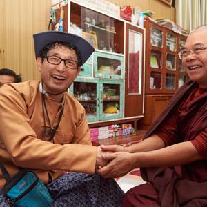 #사람예술학교 2020년 #피스터즈 8기 미얀마 난민돕기는 미얀마 커뮤니티 돕기에서 시작됩니다. 만달레이 삔우린 시티의  모나스틱 스쿨과 사람예술학교는  매년 미얀마 코리아 평화 페스티발을 합니다. 평화를 통해  미얀마 빌리지와 코리아 빌리지가 연결되고 미얀마 빌리지가 난민을 돕는  그날을 그려봅니다. Photo by 김영보 (Kim Young Bo)