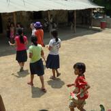 교실외관과 아이들.JPG