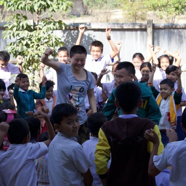 Myanmar Arts Camp_4th(2016) by Saram Arts School Dancing Class 장오경샘의 춤은 대지의 바람에 나무향기가 날리는 것 같다. 그 향기에 자유의 냄새가 그득하다. 그 향기에 아이들의 영혼도 같이 흔들린다.