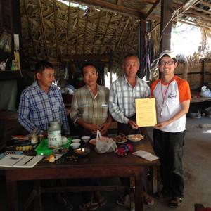 Myanmar Arts Camp_5th(2017) by Saram Arts School 재정보고 지난 1월14일부터 23일(10일간) 미얀마에 잘 다녀 왔습니다. 후원금 사용원칙은 다음과 같습니다. 1.행정 운영 비용은 후원금에서 사용하지 않는다. 2.간식, 음료 등 개별비용온 후원금에서 사용하지 않는다. 3.영수증이 없는 금액은 비록 지출하였어도 비용으로 처리하지 않는다. 4.비용이 가장 많은 항공권은 반드시 환승을 해서 싼 티켓을 구매한다. 5.혹시 모자라는 금액은 운영자가 부담한다. 이 원칙에 따라 다음과 같이 재정보고합니다. 1. 수입 : 3,974,900 2. 지출 : 4,251,096 3. 잔액 : - 276,196 4. 지출내역 • 항공권(8인) 그중 2인은 자부담 : 2,748,789원 • 장학금(2개학교) : 990,000원 • 숙박비 : 88,150원 • 교통비 : 291,047원 • 식사비 : 38,610원 • 비자비 : 82,500원 • 공항 짐 패킹 : 12,000원 항상 두렵고 떨립니다. 도와 주신 벗들의 정성을 혹시나 낭비하지 않았을까? 저에게는 돈이 아니라 벗들의 신성한 마음으로 보입니다. 이번에도 제대로 썼을까? 사용 원칙 중에서 4번을 처음으로 어겼습니다. 일행 중에 중학생이 동행해서 이번에 부득이 직항을 이용했습니다. 10시 간 넘는 환승포함한 비행이 무리가 될 것 같았습니다. 사괴드립니다. 도와주신 벗들에게 다시 한번 감사드립니다. 성민제 원장님, 이유현 학생, 이명균 교수님 , 이강일 대표님  남윤식 대표님, 박상미 박사님, 주원규 작가님, 이병헌 선생님, 김응교 (Eung Gyo Kim)교수님, 이혜영대표님 정경 (Claudio Jung)교수님 이영란 Youngran Lee 선생님, 길태근 박사님, 최미아 선생님,  이상배 농부님 , 들나무 봉사단( 신원섭 대표님, 송경애선생님) 이지헌선생님.