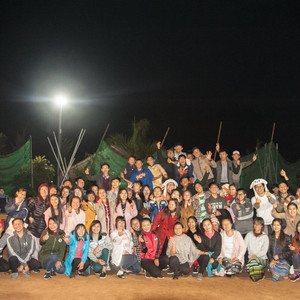 Myanmar Art Camp_7th(2019) 덕분에 잘 다녀왔습니다. 1월11일~22일까지  미얀마의 만달레이 디비전의 삔우린 시티,  사가잉 디비전의 이고마을,  까친 스테이트의 미찌나 시티에서  Saram Art School의 음악교육,  Master Class(Violin, Guitar, Choir, Piano, Dance)  Music Festival, Painting Contest를 하였습니다. 순례길이자 고생길입니다. 비행기로 4번의 환승을 하며 가길 20시간, 오길 20시간. 삔우린에서 미찌나로  버스로 20시간. 봉사하기로 마음 먹고 오셨지만 힘든길에 고생하셨던 아티스트들.현장의 길벗들에게  감사드립니다. 이지현 (JiHyun Lee) 음악감독님 이지현 바이올린니스트 김수로헌 기타리스트 남궁송옥 합창선생님 김수경 댄스선생님 서준렬 (June Youl Seo) 진행과 게임 선생님 박소연 사진작가님. 덕분입니다. 여러분이 힘이 되었습니다.