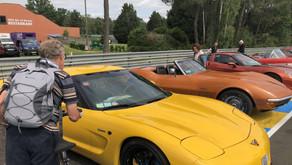 24 H du Mans. Corvette envahit le virage de Mulsann