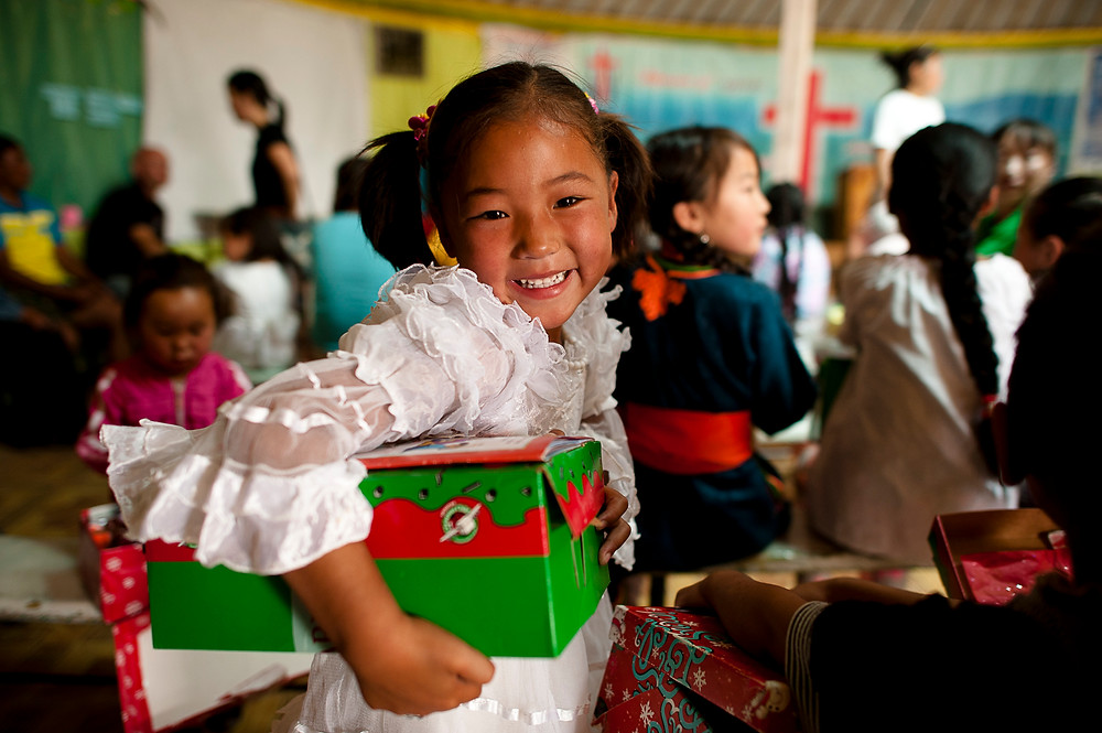 It's More than a Simple Gift: Operation Christmas Child, Jenny Cox Holman writer