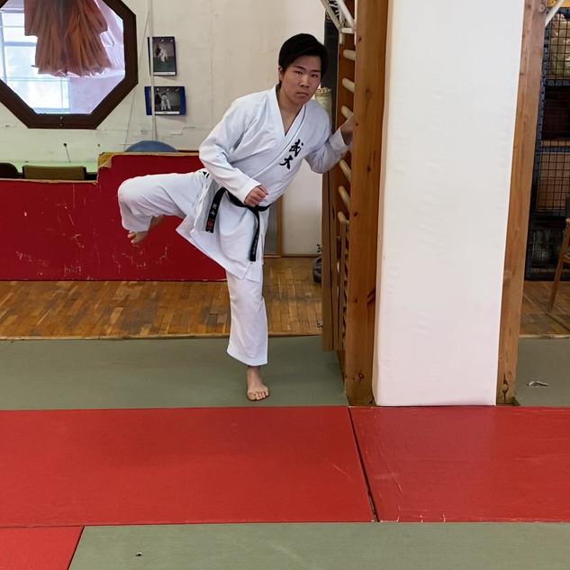13. Mawashi geri rávezető gyakorlat.mov