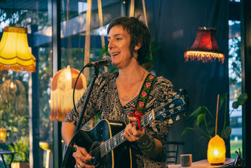 Sarah Carroll - Singer, songwriter and guitarist
