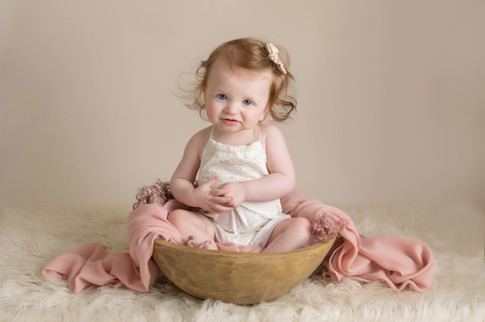 baby girl sitter photo photographer photoshoot newport cwmbran monmouthsire south wales