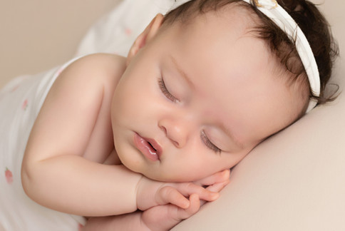 newborn side lie baby photo photographer photoshoot newport cwmbran monmouth monmouthsire south wales