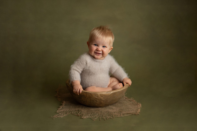 fine art sitter baby photo photographer photoshoot newport cwmbran monmouth monmouthsire south wales