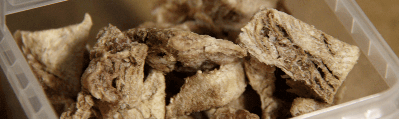 Nature Dog Food Gevriesdroogde Hondensnacks Struisvogel Closeup