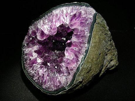 Amethyst geode from Uruguay.jpg