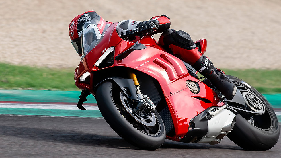 Panigale-V4-S-MY20-Red-Ambience-04-Galle