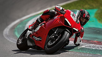 Panigale-V2-MY20-Ambience-05-Gallery-192
