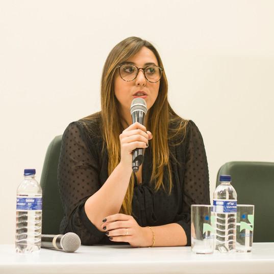 Dra. Bianca Picado respondendo as perguntas dos convidados