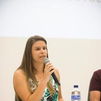 Lais Lopes, bióloga integrante da equipe técnica responde a perguntas dos convidados