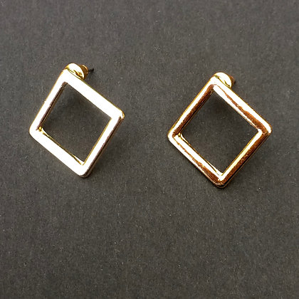 Brook facing small square earrings