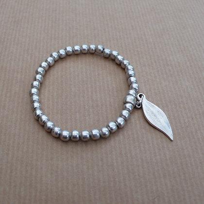 Leaf charm stretch bracelet