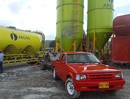Acción de descargue de cemento con compresor Betico, en planta de cemento de Argos