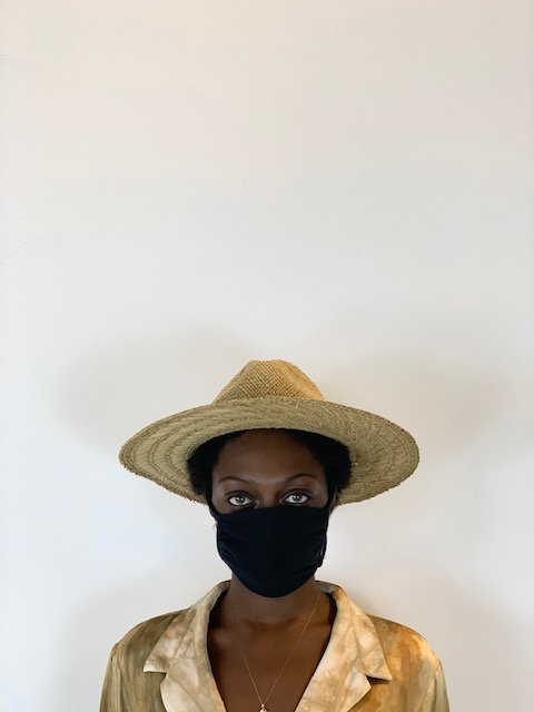 Straw hat with black hand spray