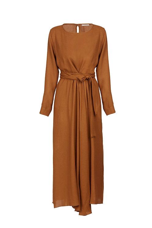 Fluid long dress with belt