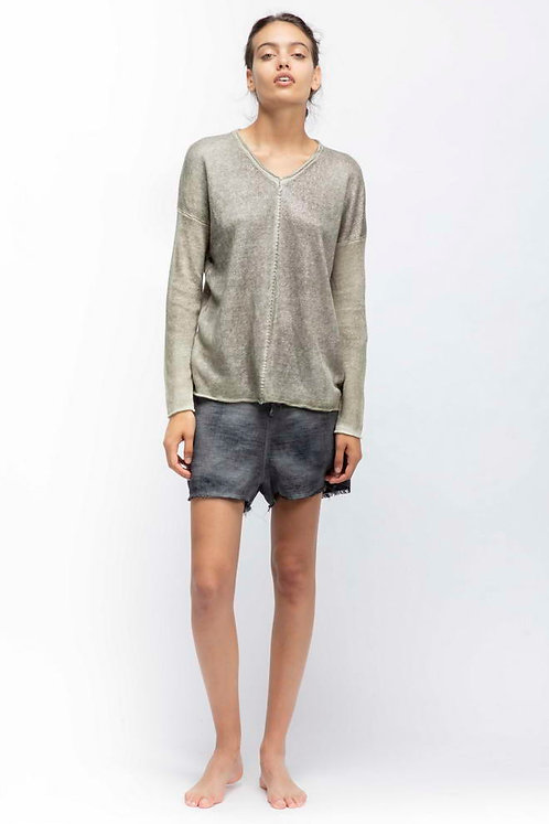 V-neck light sweater with middle stitching