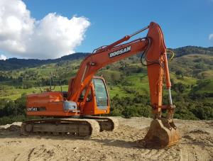 Movimientos de tierra con excavadora