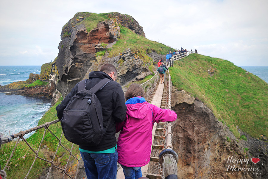 travel photography tips for bloggers carrick-a-rede bridge