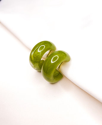 Green swirl | groene clipoorbellen clip oorbel klipoorbellen oorbellen met clips oorbellen zonder piercing jaren 70 nepoorbel