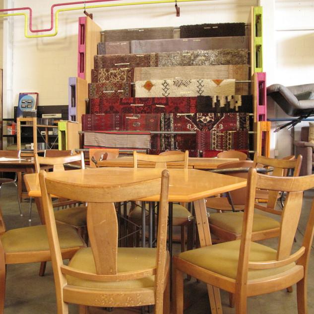 Tische - Stühle - Teppiche