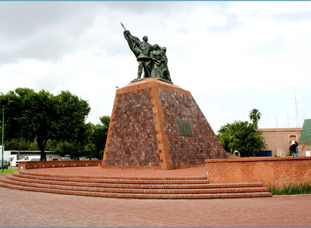 June Exhibit: Monumentos de Nuevo Laredo