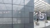 半透明的遮光網膜,讓內外空間視覺交錯、建構出多樣地環境空間層次