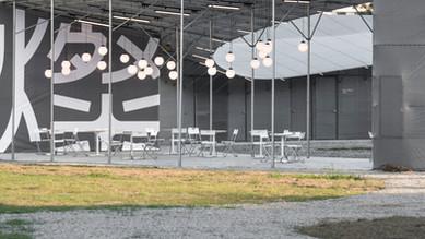 穿透的開放式空間,讓競選總部成為周邊居民與遊客都可以自在享受的場所