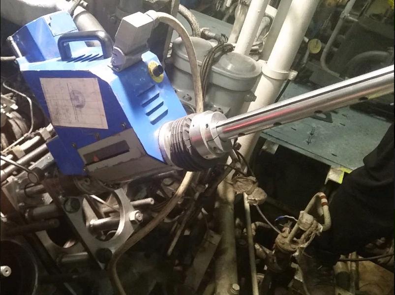 Расточка блока главного двигателя под гильзовку для установки толкателей. Расточка производилась по