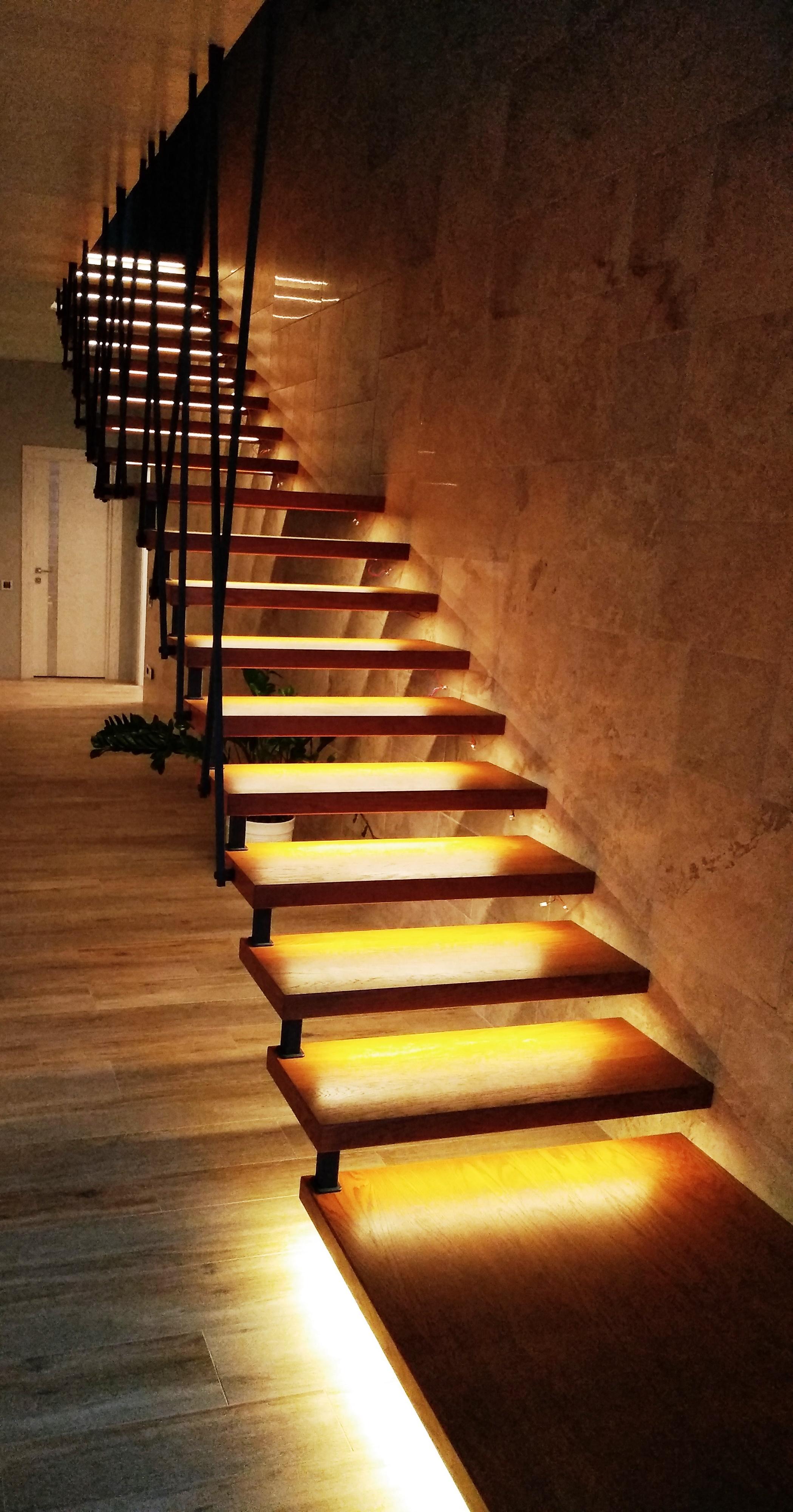 Консольная дуб. лестница на подвесах