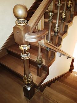 Лестница премиум из массива дуба