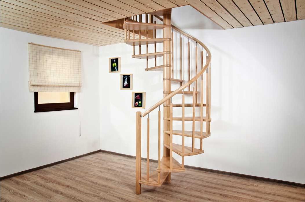 Винтовая лестница из бука