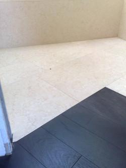 Dettaglio marmo e legno