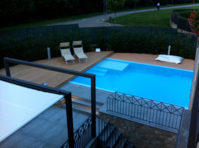 piscina acqua legno e pietra