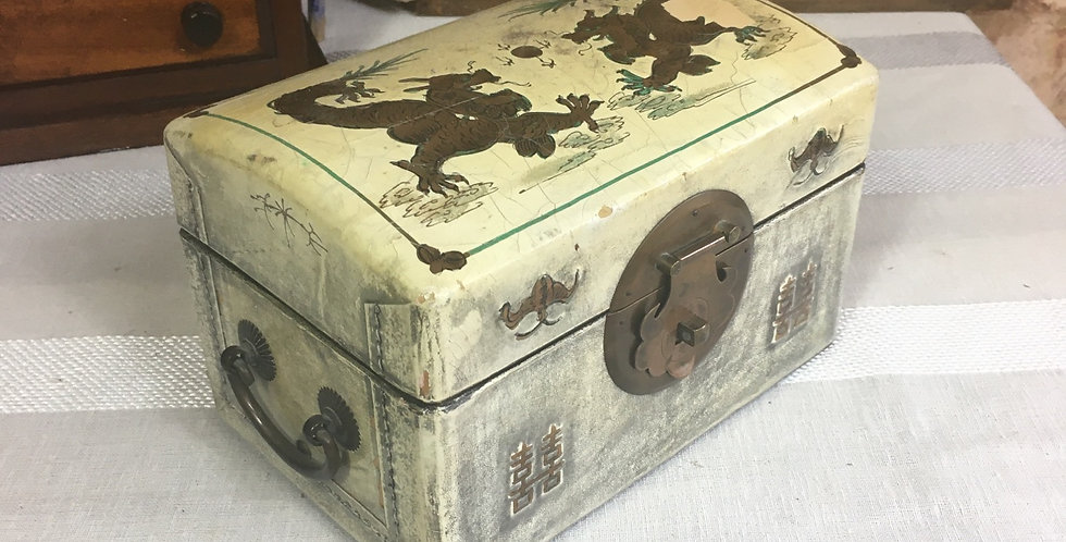 Vintage Chinese Oriental Lacquered Box